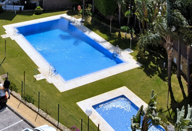 Comfortable Apartment With sea Views Near Estepona, Within Walking Distance From the sea, Manilva