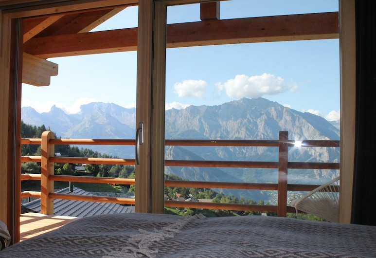 Top Chalet With Unobstructed Views in the Middle of the ski Resort of La Tzoumaz, Riddes, Balkoni