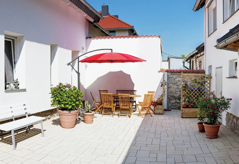 Classy Holiday Home in Thale With Terrace, Thale, Garden