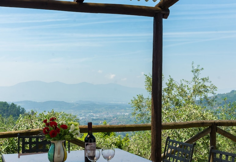 Beautiful Holiday Home With Private Swimming Pool and Stunning Rural View, Pescia, Parveke