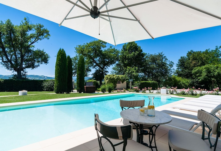 Countryside Villa in Sant'ippolito With Heated Pool and Jacuzzi, Sant'Ippolito, Pool