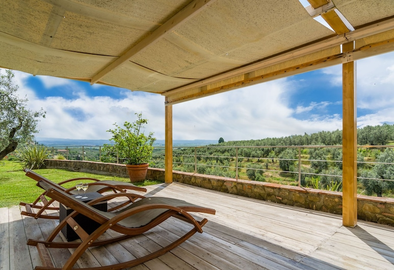Breathtaking Holiday Home in Vinci - Florence With Terrace, Vinci, Ferienhaus, Balkon