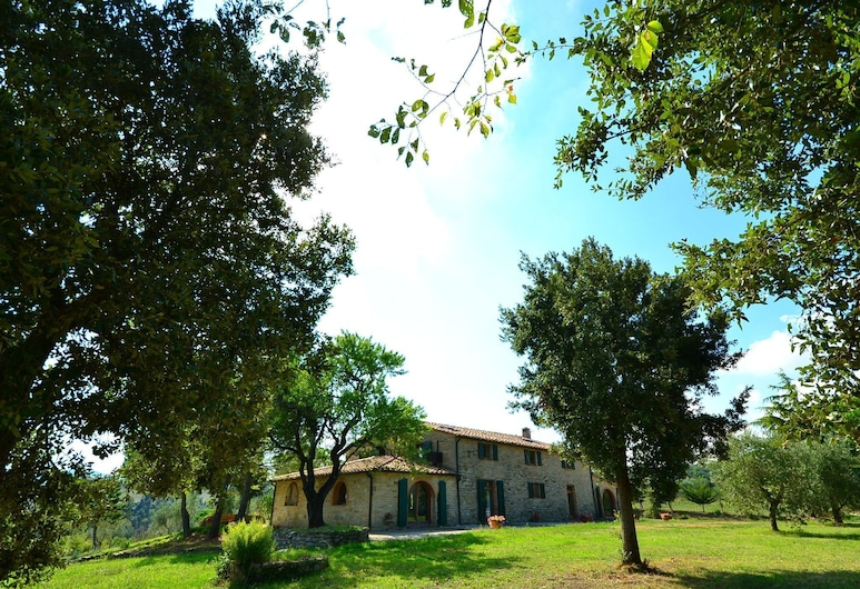 Spacious Holiday Home in Chianni With Private Swimming Pool, Chianni, Garden