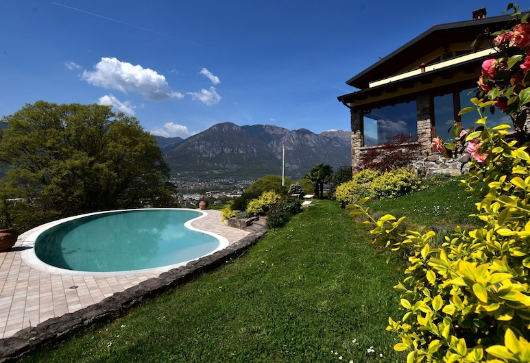 Classy Villa in Pisogne With Garden, Bbq, Pool, Sun-loungers, Pisogne
