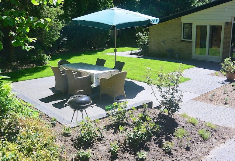 Peaceful Bungalow in Voorthuizen With Private Garden, Voorthuizen, Jardim