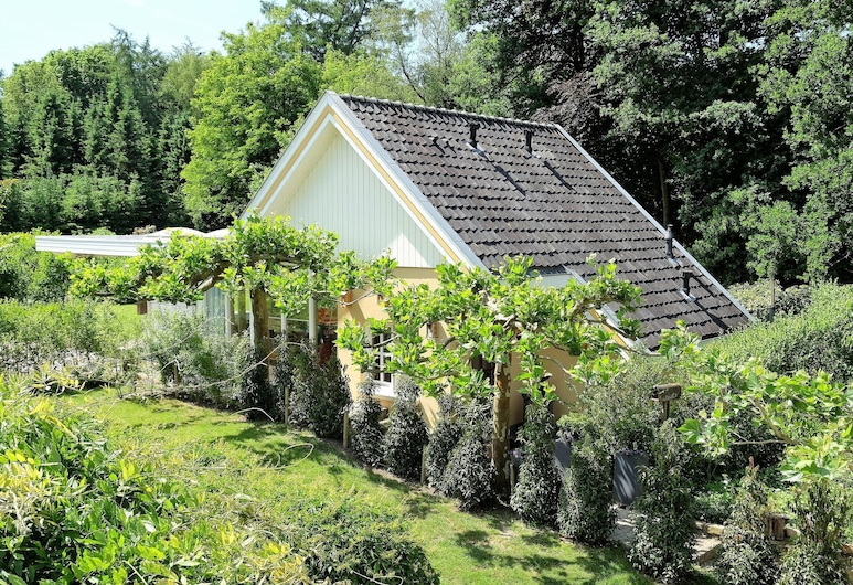 Beautiful Holiday Home in Oldenzaal With Jacuzzi, Oldenzaal, Garden