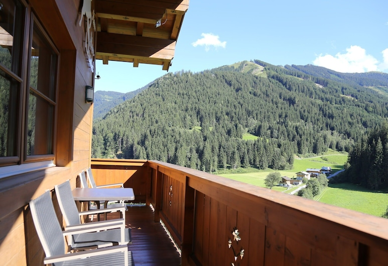 Cozy Holiday Home in Saalbach-hinterglemm With Terrace, Viehhofen, Nhà, Ban công