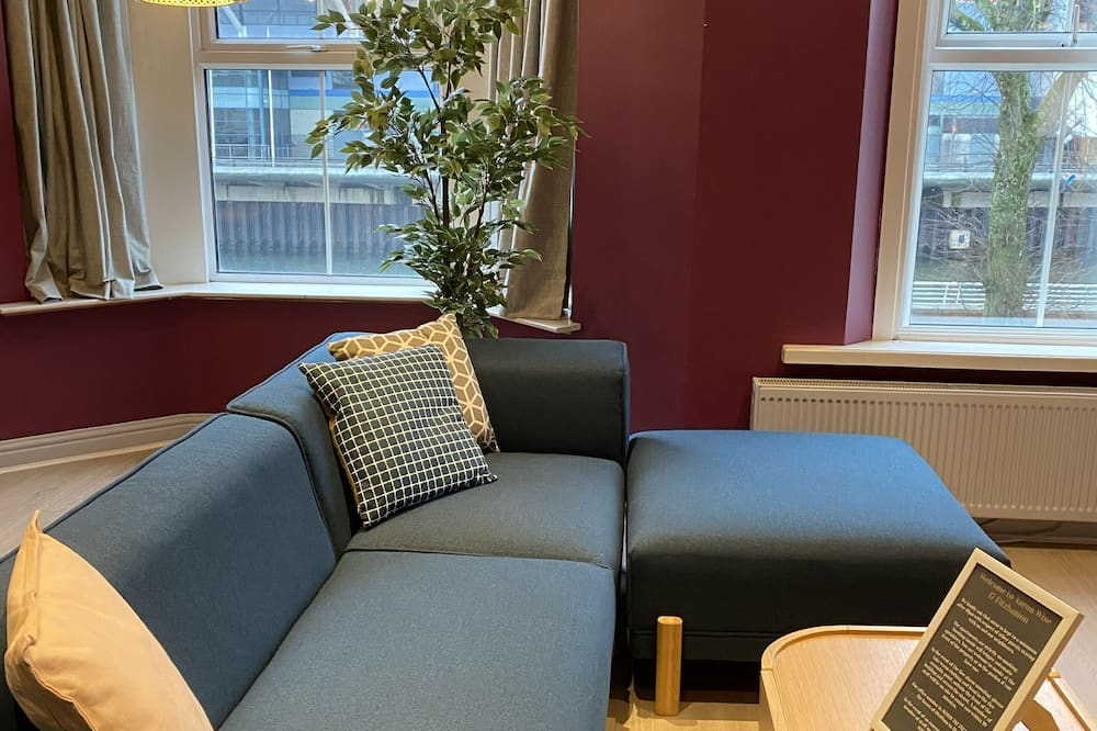 Deluxe Apartment - Living Room