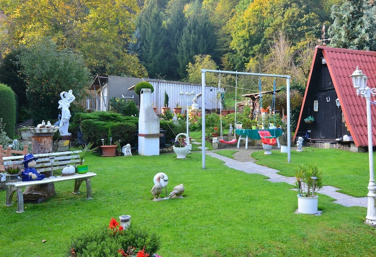 Apartment in the Harz With a Covered Balcony and Lovely Garden, Blankenburg, Garden