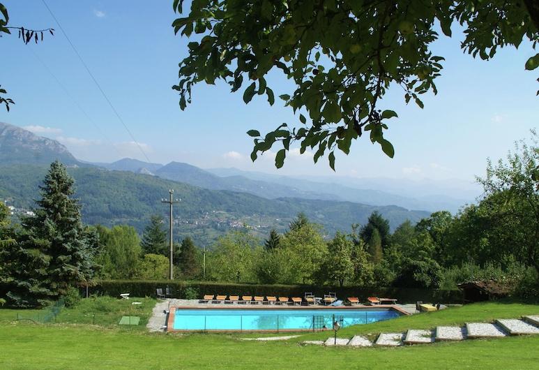 カンポルジャーノにあるホリデイホーム、ガーデン、バーベキュー設備、プール付き, Camporgiano, プール