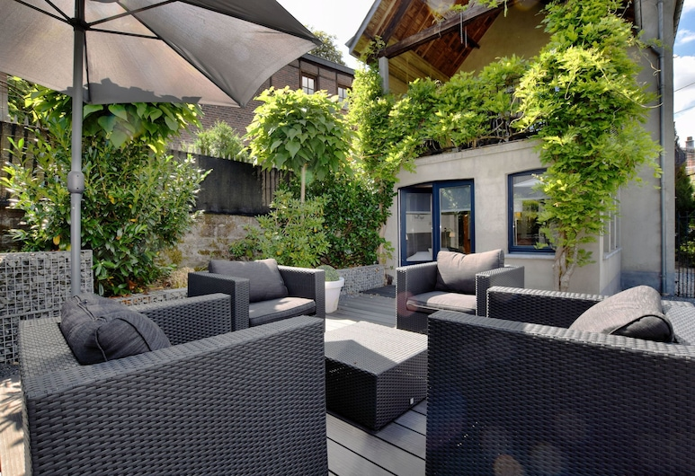 A Beautifully Furnished, Traditional Holiday Home, Durbuy, Garden