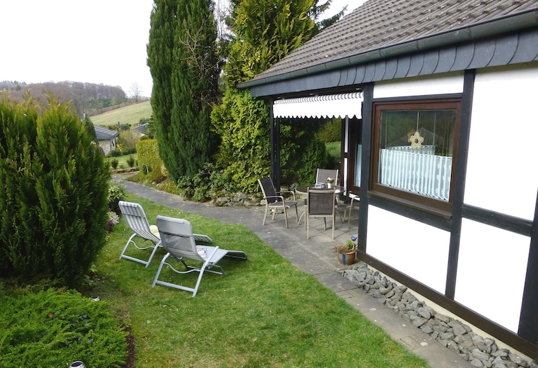 Beautiful Holiday Home in Mielinghausen Near Ski Area, Meschede, Jardín
