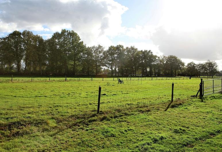Holiday Home in the Midst of Expansive Meadows in Overijssel, Kamperveen, Bahçe