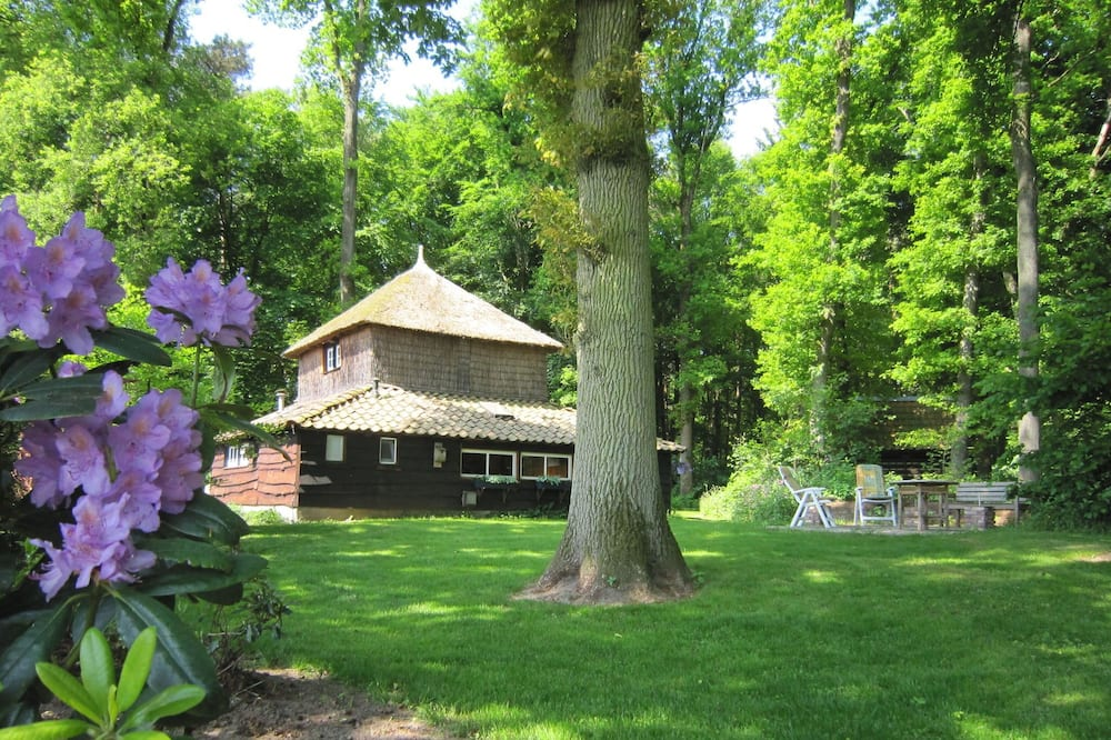 Charming Holiday Home in Hellendoorn Amidst the Forest