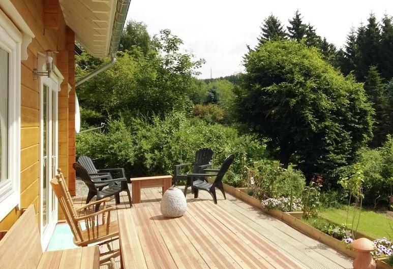 Pleasing Holiday Home in Medebach Kstelberg With Sauna, Medebach, Varanda