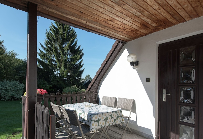 Cosily Furnished Holiday Home in the Vogtland With Terrace and Swimming Pool, Auerbach, Altan