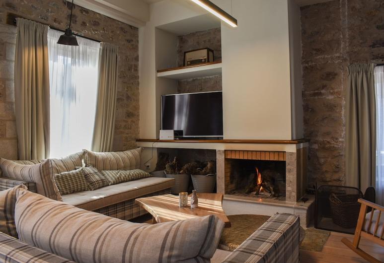 Theonimfi Stone Villa in Mountain Paradise, Gortynia, Obývacie priestory