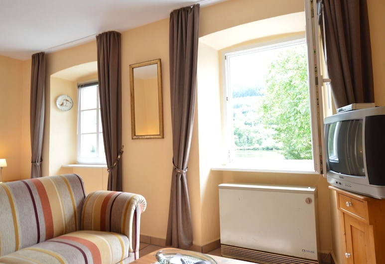 Comfortable Apartment in Zell Near Moselle River, Zell (Mosel), Apartament, Salon