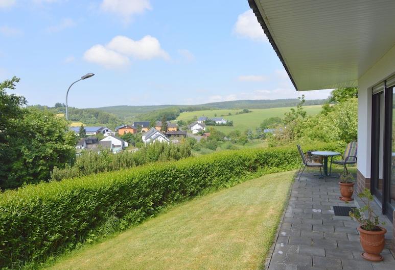 Cozy Apartment With Private Garden in Hontheim, Sellerich, Garden
