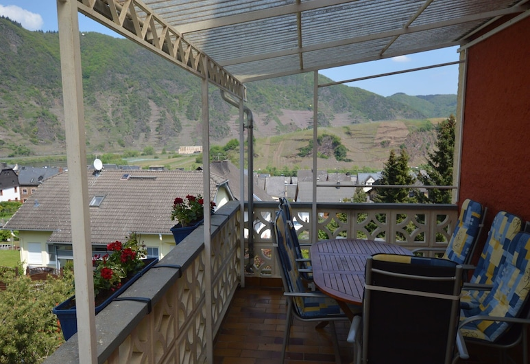 Comfortable Holiday Home Near Vineyards in Bremm, Bremm, Balcón