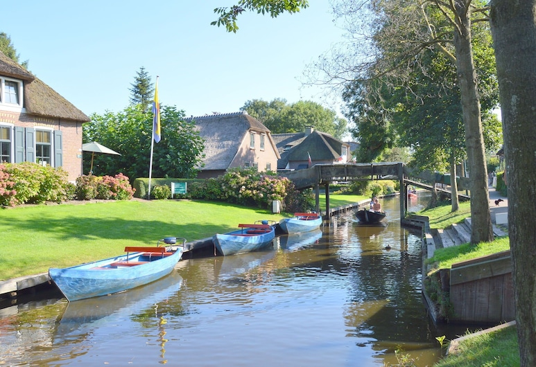 A Cosy House Close to Giethoorn and the Weerribben-wieden National Park, With a Boat Available, Giethoorn, Udendørsareal