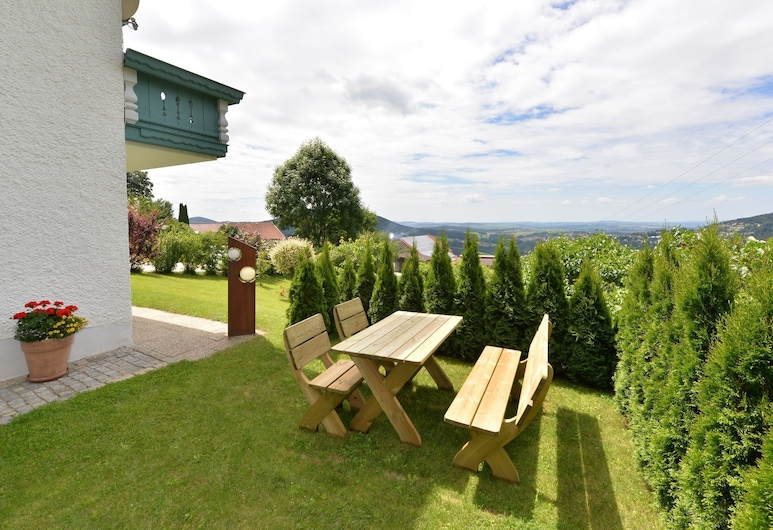 Bavarian Style Apartment in Bavaria With Private Terrace, Hauzenberg, Garden