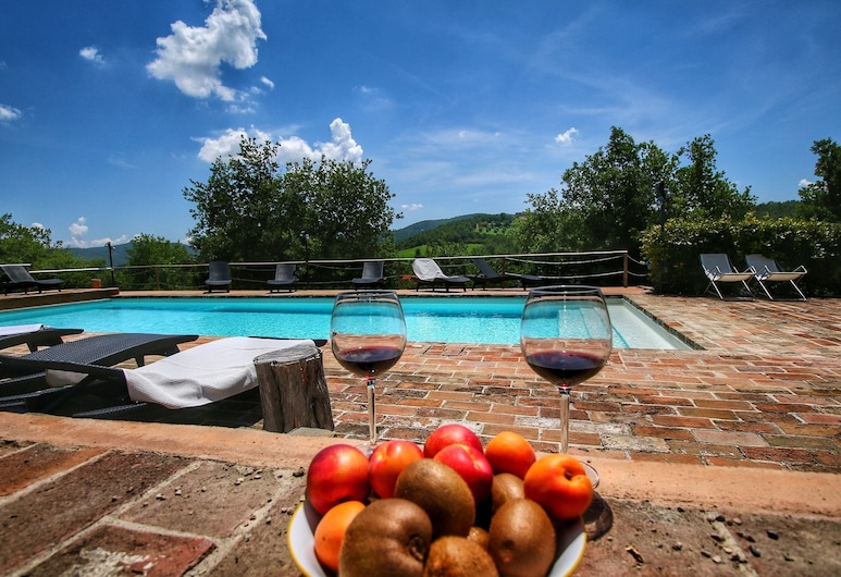 Valley-view Farmhouse in Umbertide With Pool and BBQ, 翁贝蒂德, 游泳池
