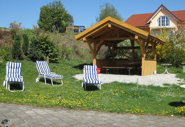 Beautiful Apartment in Lower Bavaria on a Holiday Farm in a Quiet Location, Rotthalmünster, Jardín
