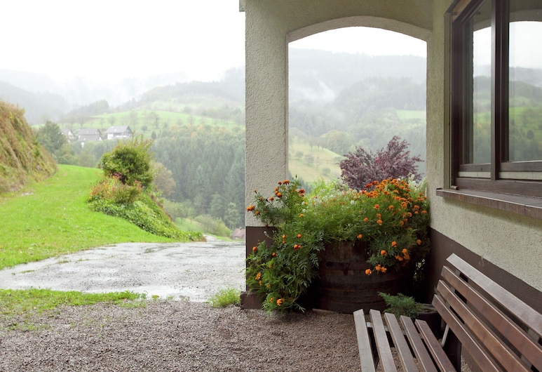 Enjoy the Gorgeous Panoramic View From Your Bright and Spacious Holiday Home, Bad Peterstal-Griesbach, Garden
