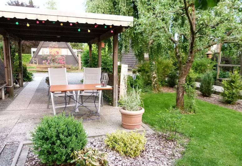 Scenic Holiday Home in Medebach-dreislar With Roofed Terrace, Medebach, Varanda