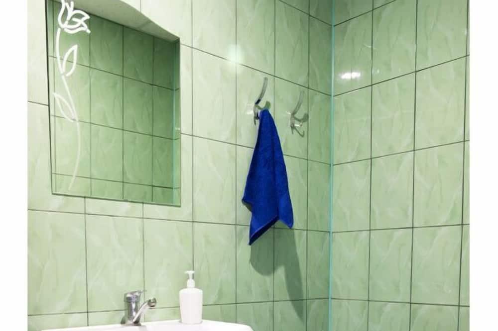 Чотиримісний номер категорії «Економ», спільна ванна - Ванна кімната