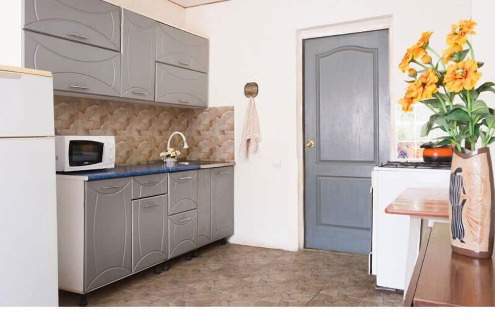 Чотиримісний номер категорії «Економ», спільна ванна - Спільна кухня