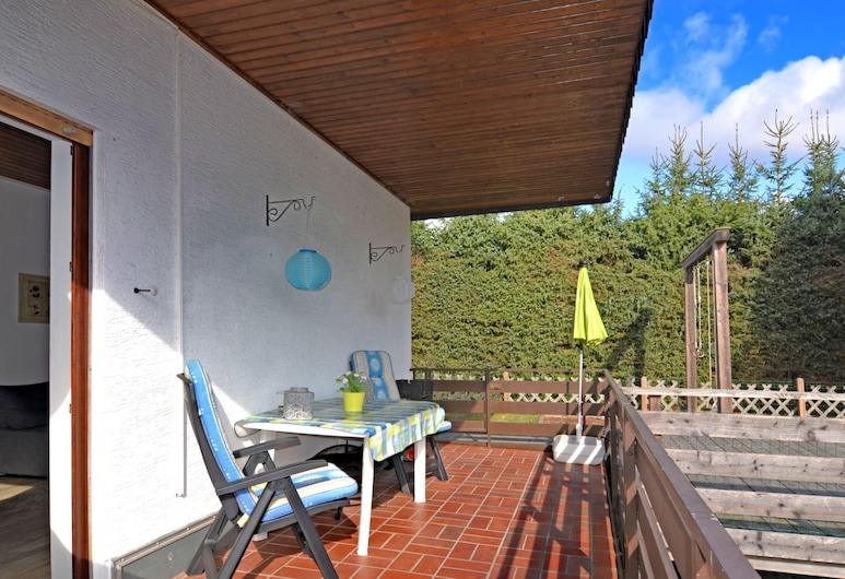 Small Holiday Home is Medebach in the Sauerland With Balcony and Magnificent View, Medebach, House, Balcony
