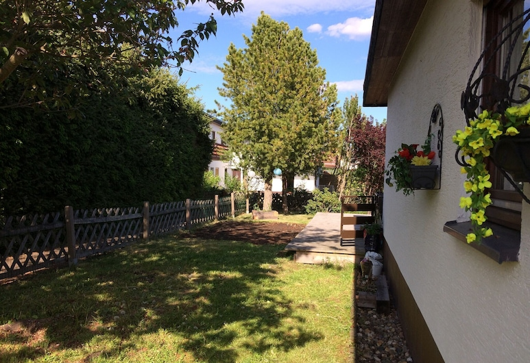 Small Holiday Home is Medebach in the Sauerland With Balcony and Magnificent View, Medebach, Garden