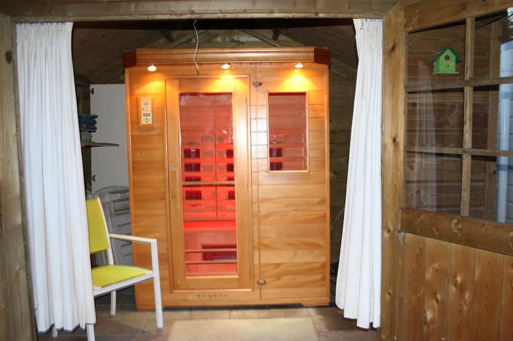 Enticing Bungalow in Uden With Sauna