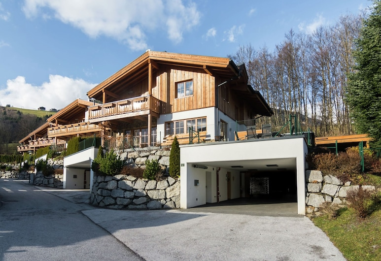 Posh Chalet With Heated Pool, Jacuzzi & Sauna in Piesendorf, Piesendorf