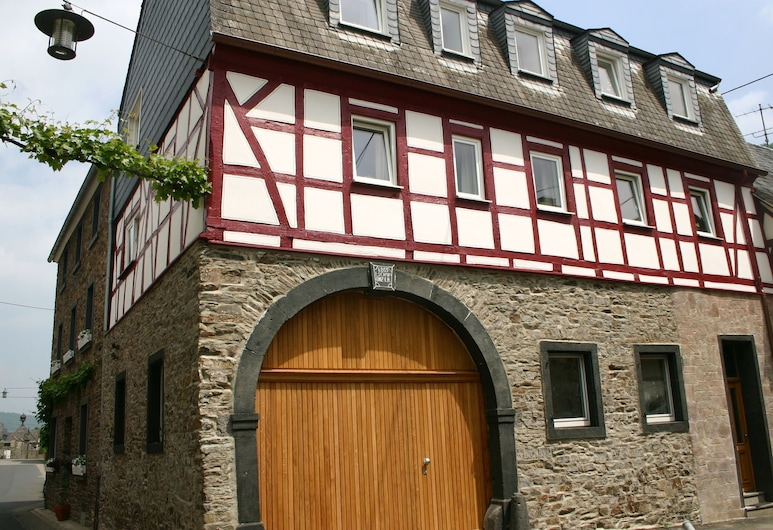 A Modern Holiday Home for 2-5 People by the River Mosel, Moselkern