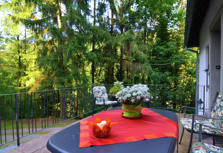 Large, Fully Equipped Holiday Home in Quiet Area at Edge of Woods, With Terrace, Bestwig, Apartment, Balcony