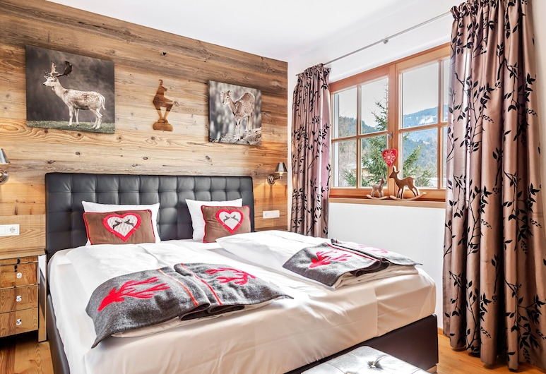 Unique and Exclusively Furnished Chalet Near the ski Lift, Mittersill