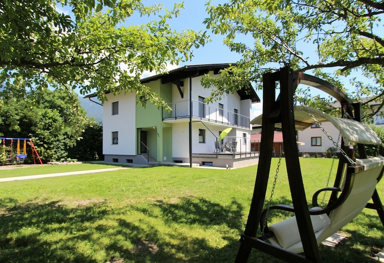 Gorgeous Luxurious House With Large Garden Close to the Town Centre and Piste, Kotschach-Mauthen