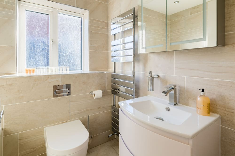 House, Private Bathroom (4 BED  NEC/BHX/Snowdome) - Bathroom