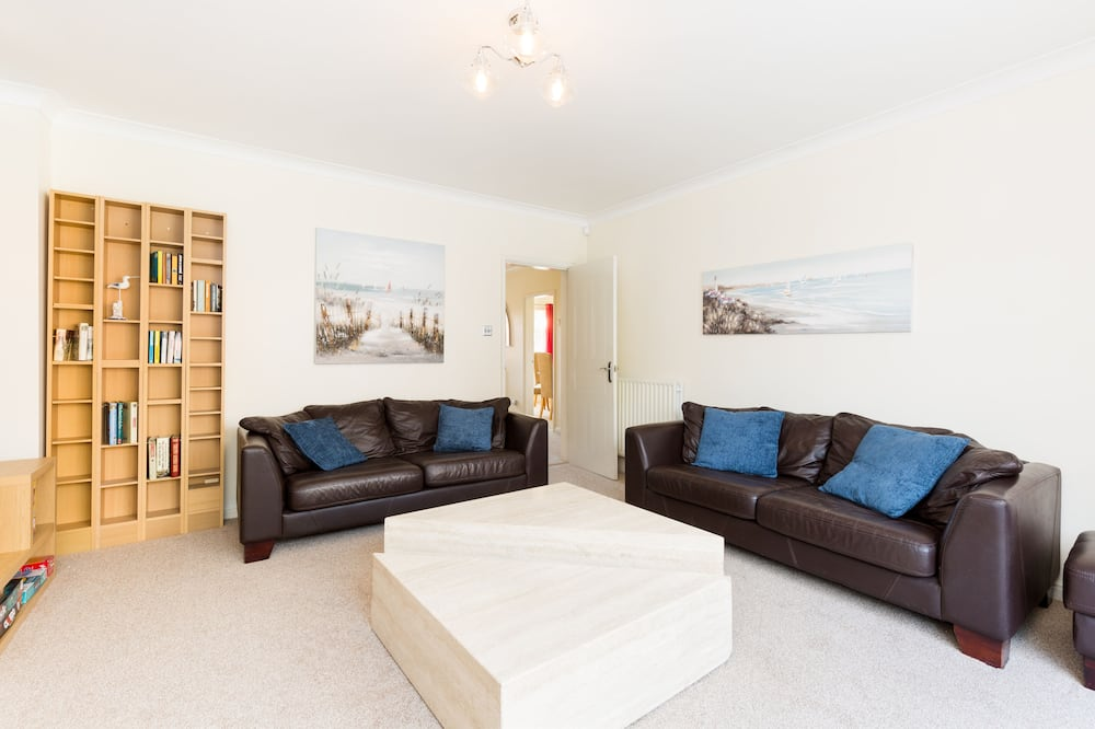 House, Private Bathroom (4 BED  NEC/BHX/Snowdome) - Lounge