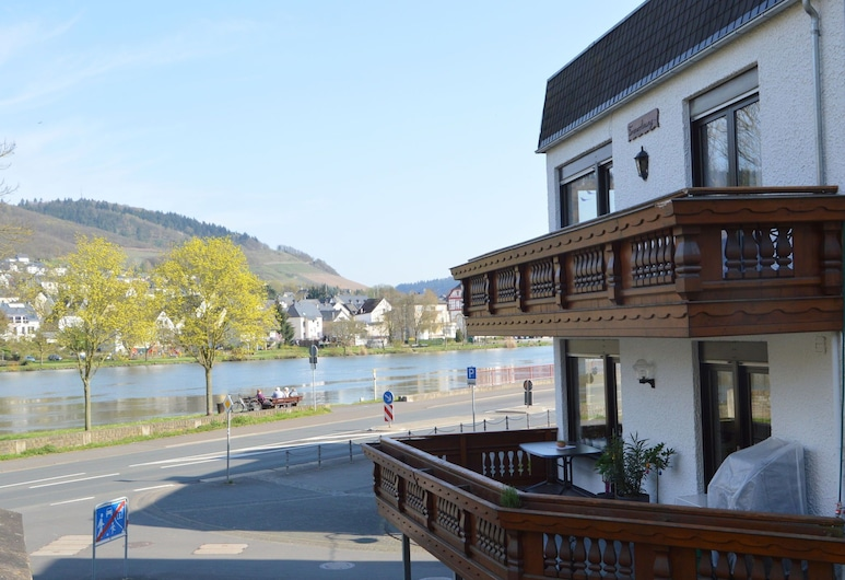 Comfortable Apartment With Balcony, you Can't sit Closer to the Moeselriver, Alf