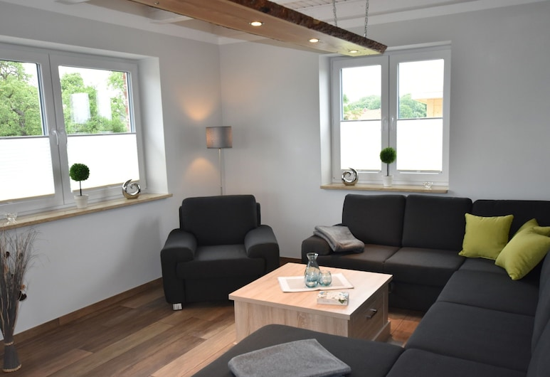 Cozy Holiday Home in Groß Schwansee With Sauna, Kalkhorst, Kuća, Dnevna soba