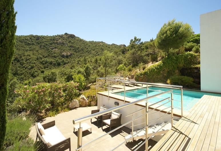 Gorgeous Villa in Santa Cristina D'aro With Pool, Santa Cristina de Aro, Pool