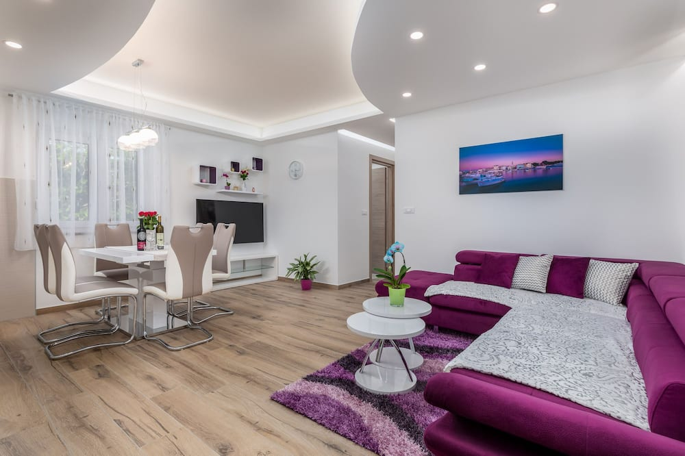 Standard Apartment, 2 Bedrooms (23101) - Living Area