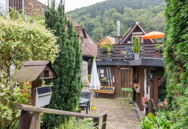 Gorgeous Holiday Home With Balcony, Garden Furniture, Grill, Herzberg am Harz, Garten