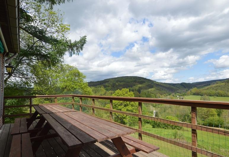 Beautiful Holiday Home in Trou de Bra With Terrace, Garden, Lierneux, Casa, Varanda