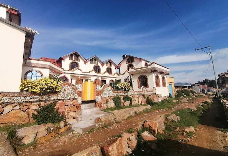 Hostal Jallalla, Isla del Sol, Hotellfasad