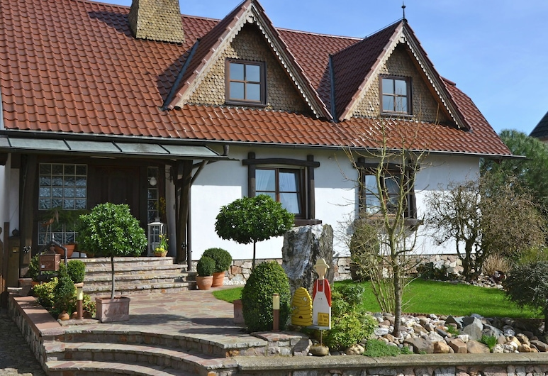 Warm Apartment in Bombogen With Private Parking, Wittlich